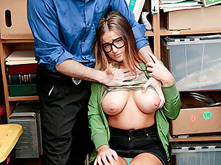 Chick in glasses with nice boobs gets a sexual lesson
